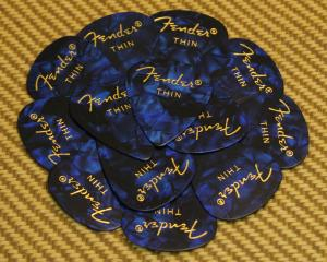 098-0351-702 Fender Thin 351 Blue Moto Guitar Picks