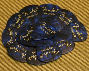 098-0351-802 Fender Medium 351 Blue Moto Guitar Picks
